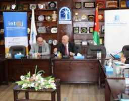 تجارة عمان وانتاج توقعان مذكرات تفاهم مع ريادي دارة الريادة