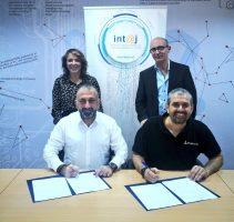 انتاج توقع اتفاقية لإقامة منتدى الاتصالات وتكنولوجيا المعلومات في 2020